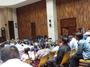 Mujeres mayas asisten a juicio contra Ríos Montt,